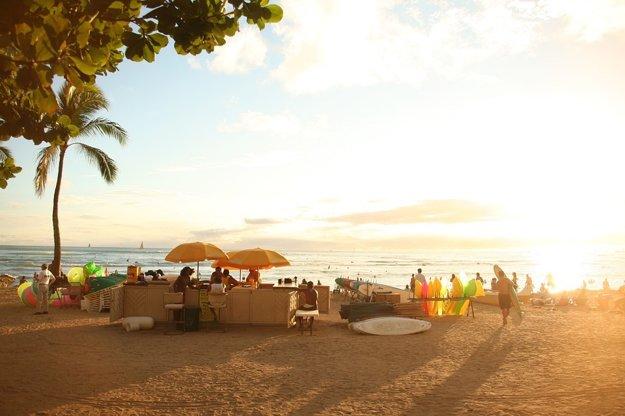 Havajské pláže ponúkajú relax aj aktívny šport.
