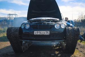 Bentley Continental GT prerobený na luxusný tank