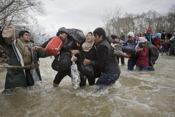Utečenci sa pokúšajú po prechod do Macedónska