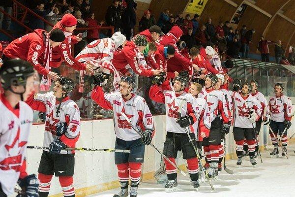Dolnokubínski hokejisti sa môžu vždy oprieť o skvelých fanúšikov.