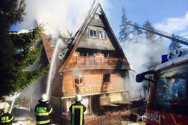 Pri hasení pomáhalo približne 40 dobrovoľných hasičov.