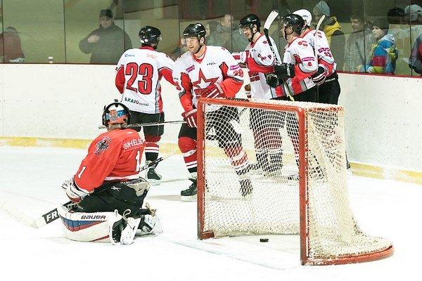 Hokejisti Dolného Kubína budú musieť v ďalšom zápase doma zvíťaziť.