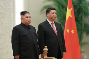 Čínsky prezident Si Ťin-pching a vodca KĽDR Kim Čong-un v Pekingu.