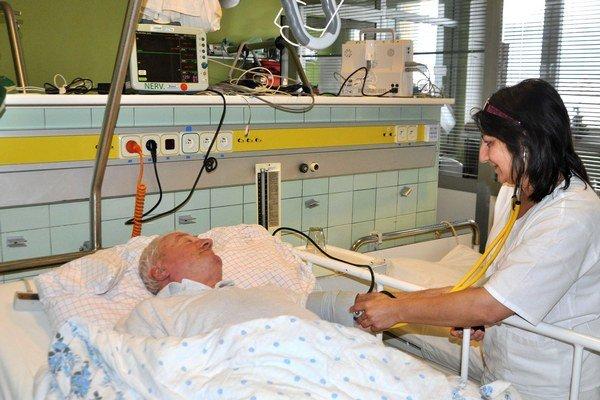 V dolnokubínskej nemocnici zdravotné sestry od pacientov neodídu.