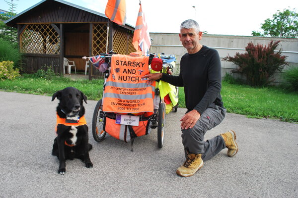 Martin Hutchinson a pes Starsky v Novom Meste nad Váhom.