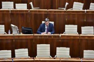 Andrej Danko počas tajnej voľby kandidátov Ústavného súdu.