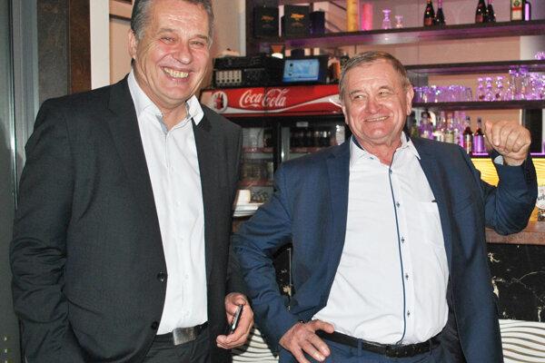 Jozef Dvonč a župan Milan Belica počas vlaňajších primátorských volieb.