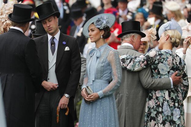 Vojvoda a vojvodkyňa z Cambridgea počas prvého dňa dostihu v Ascote.