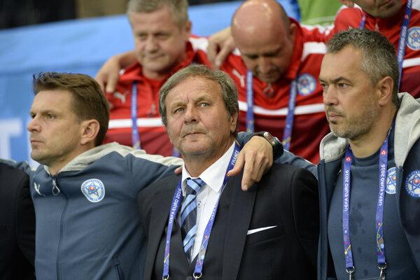 Dlhé roky neodmysliteľná súčasť slovenskej futbalovej reprezentácie. Asistent Štefan Tarkovič (vľavo) po boku hlavného trénera Jána Kozáka.