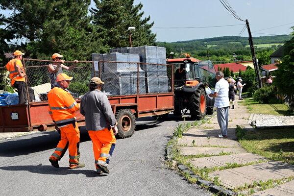 Rozvoz kompostérov občanom.