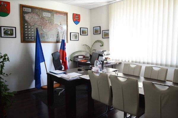 Na starostu Cestíc dala zamestnankyňa úradu trestné oznámenie.