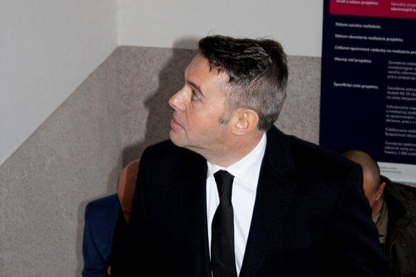 Exposlanec Jánoš prichádza na súd