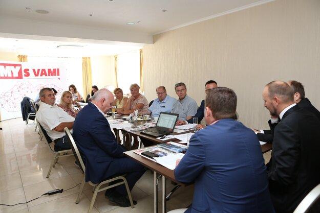 Diskusie sa zúčastnili aj starostovia obcí okresu Galanta.