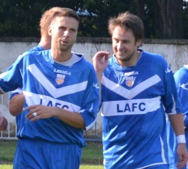 Richard Rubint (vľavo) nedávno hájil aj farby lučeneckého LAFC. Na fotke s Andrejom Pipíškom.