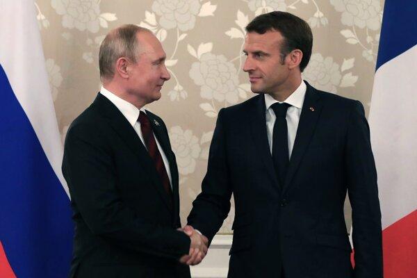 Macron sa pred summitom G7 stretne s Putinom