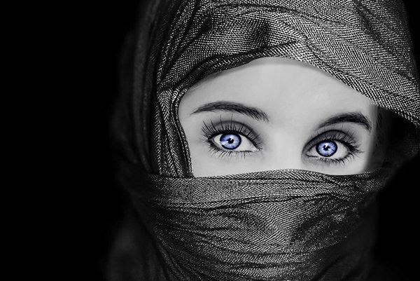Za modrými očami