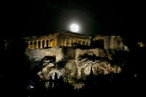 Komplex historických pamiatok na starovekej aténskej Akropole, vybudovaný na návrší kopca Akropolis týčiaceho sa nad Aténam.