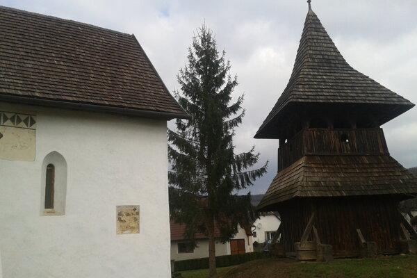 Národná kultúra pamiatka s novou strechou.