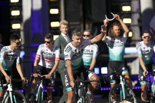 Peter Sagan a tím Bora-Hansgrohe na Tour de France 2019.