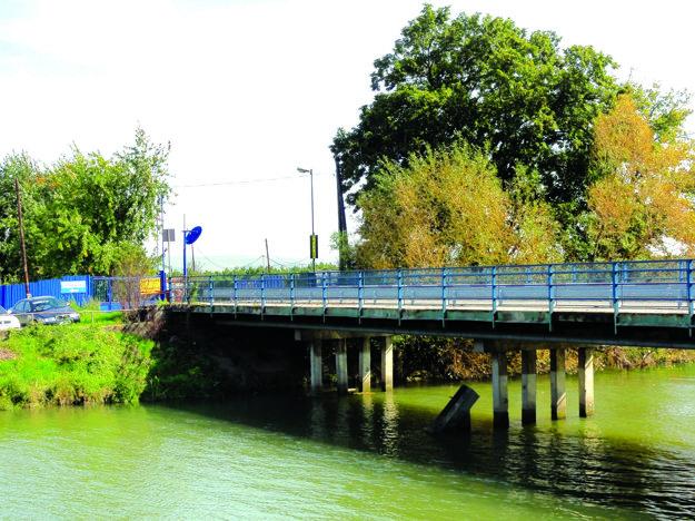 Most, ktorý vedie do areálu bývalej kafilérie, neunesie ťažkú techniku.