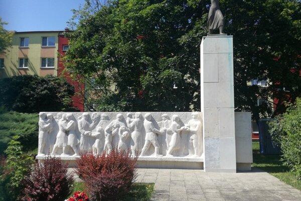 Pomník na Dolnej ulici.