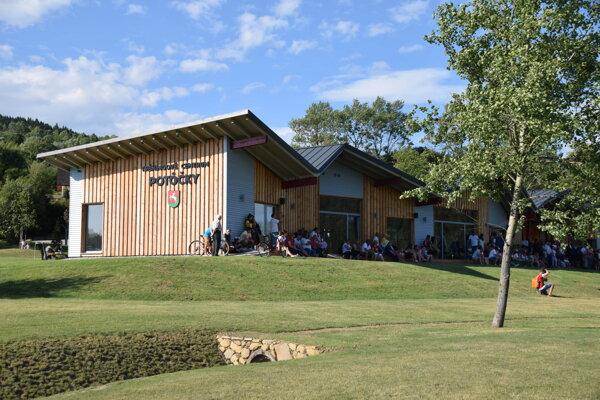 Tréningové centrum Potôčky sa nachádza v blízkosti centra obce.