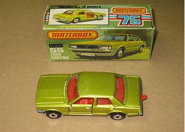 Ford Cortina vo veľkosti angličáku