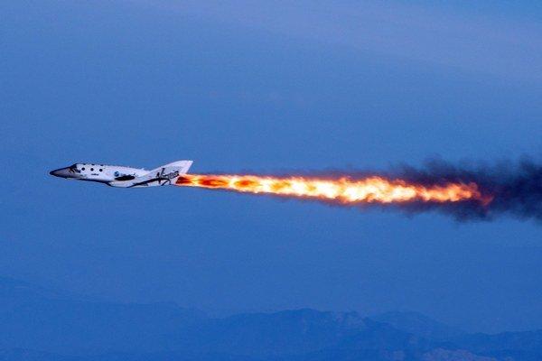 SpaceShipTwo pri testovacom lete v apríli 2013.