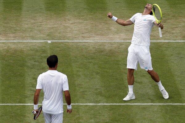 Filip Polášek (vpravo) a Ivan Dodig na Wimbledone 2019.