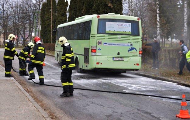 Oheň sa na celý autobus našťastie nerozšíril.