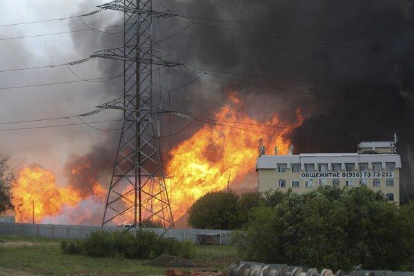 Požiar elektrárne neďaleko Moskvy.