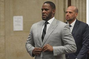 R. Kellyho zadržali pre obvinenia zo sexuálneho obťažovania.