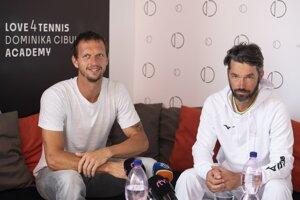 Filip Polášek s trénerom Erikom Csarnakovicsom
