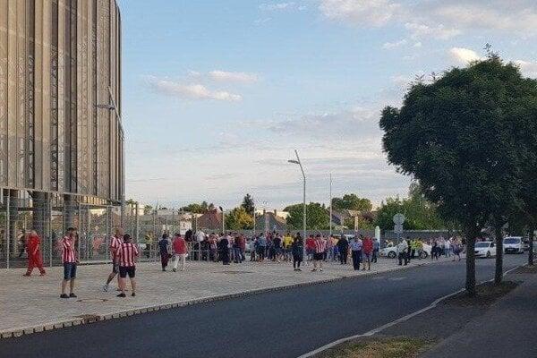 Atmosféra počas a pred futbalom v Dunajskej Strede.