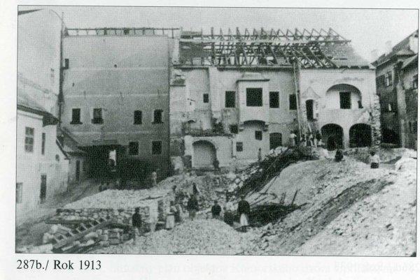 Rok 1913. Asanácia Kammerhofu a otvorenie priestoru do bývalých záhrad umožnilo budovanie novej ulice.