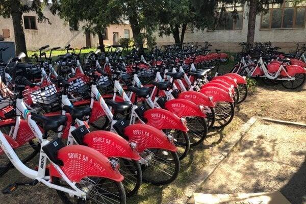 Také isté verejné bicykle už jazdia aj po Košiciach.