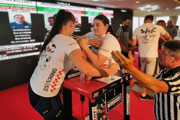 Barbora Bajčiová (vpravo) súťažila už medzi ženami.