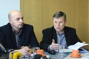 Na snímke zľava predseda rady OZ KOVO U.S. Steel Košice Juraj Varga.