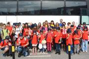 Tesne pre odchodom autobusu sa deti spoločne odfotili