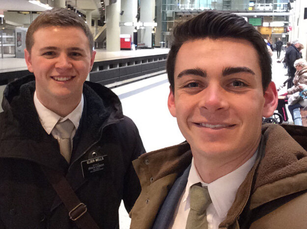 Americkí misionári prežili teroristický útok, Mason Wells (vľavo) bol už pri treťom podobnom útoku.