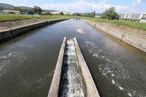 Hať malej vodnej elektrárne vo Zvolene, ktorú prevádzkuje štátny Slovenský vodohospodársky podnik.