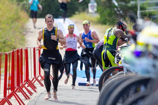 Štartovka tohtoročného Rajeckého kros triatlonu bola nabitá špičkovými pretekármi zo Slovenska aj Českej republiky.