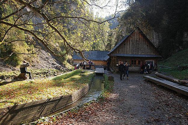 Kvačianska dolina ponúka množstvo prírodných krás, aj zachovaný mlyn a pílu na horskom potoku.