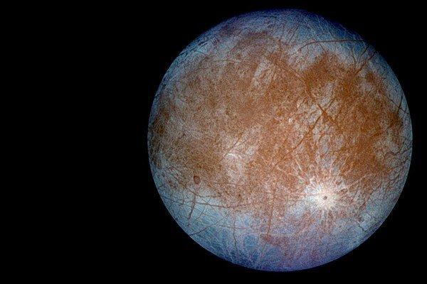 Je na Európe život? Podmienky by na to na mesiaci Jupitera mohli byť vhodné.
