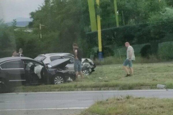Dopravná nehoda policajného auta.