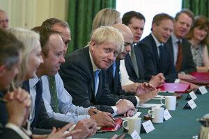 Johnson na zasadnutí svojej vlády.