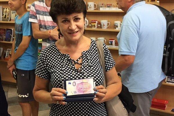 Kvetoslava Gajdošová, šťastná majiteľka prvej prešovskej nulovej eurobankovky.