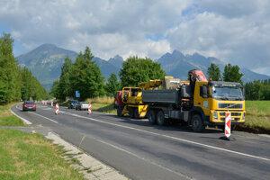 Hlavný cestný ťah z Popradu do Tatier po dlhých rokoch konečne opravujú.