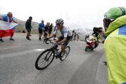 Nový líder Tour de France 2019 Egan Bernal počas zjazdu z Col de l'Iseran v 19. etape.