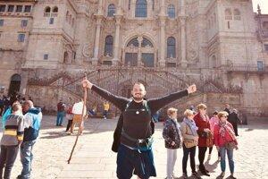 Peter Sak v cieli svojej púte, pred katedrálou v Santiago de Compostela.
